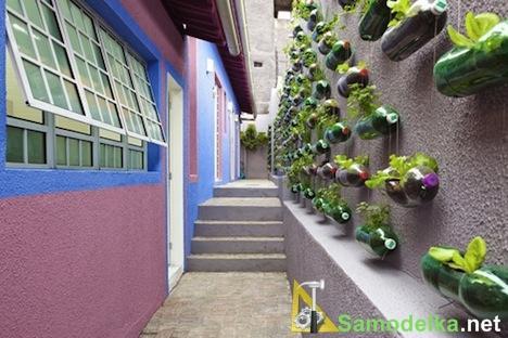 как сделать вертикальный сад из пластиковых бутылок