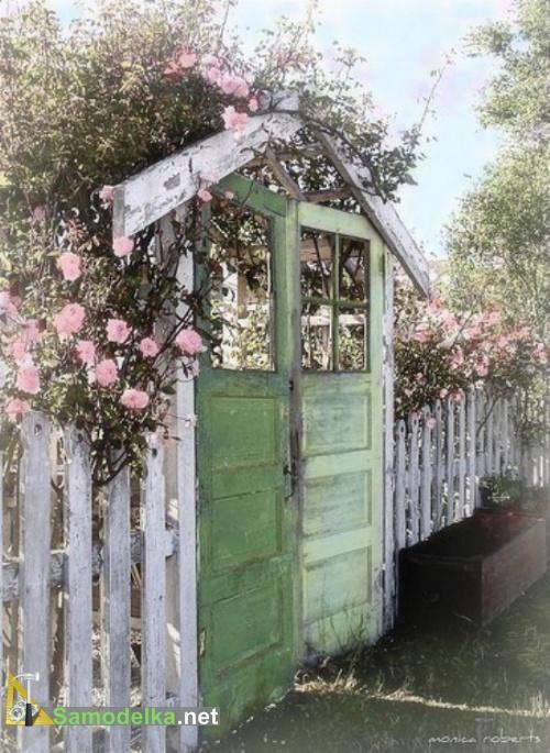 ворота в сад из старых дверей