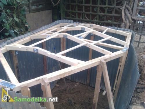 укрепление стен и каркас крыши в домике хоббита