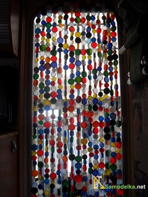 штора из пластиковых пробок