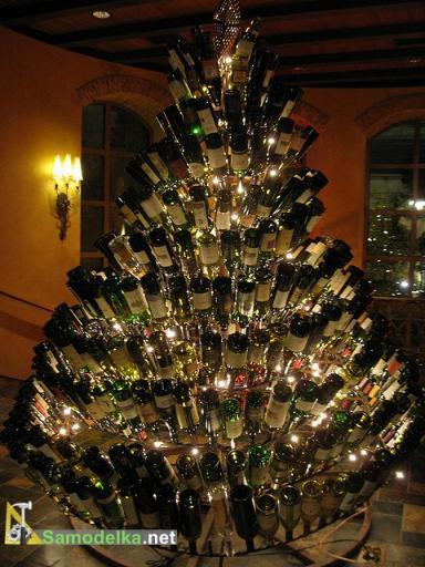 елка из винных бутылок