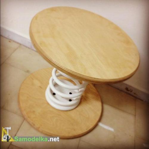 самодельный столик из автомобильной пружин