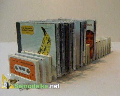 Подставка под диски из старых аудиокассет