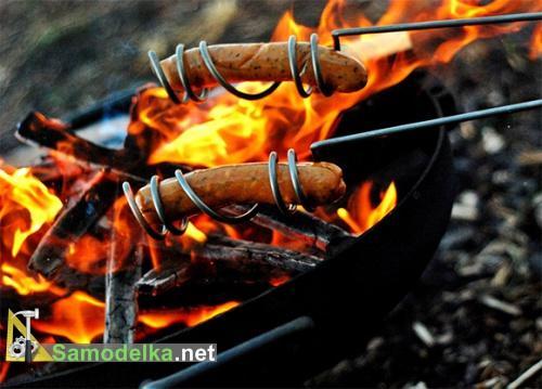 Самодельный держатель для жарки сосисок на костре