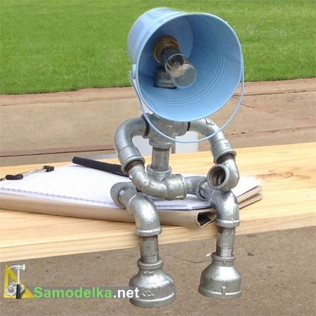 Лампы из водопроводных труб в форме человечков