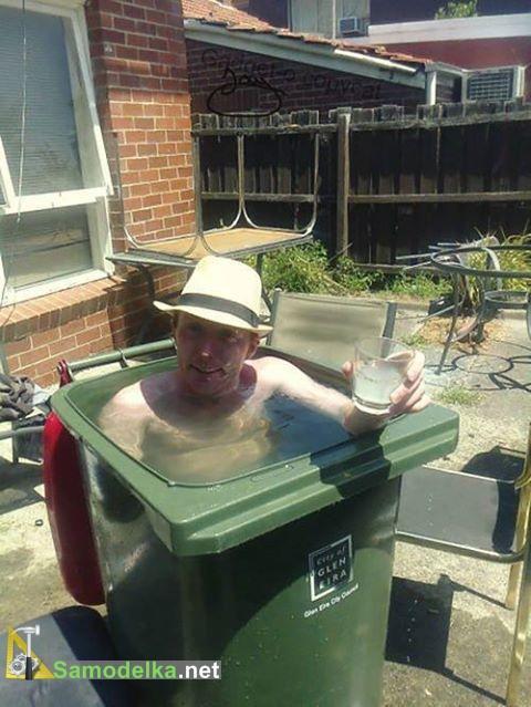 бассейн в мусорном баке