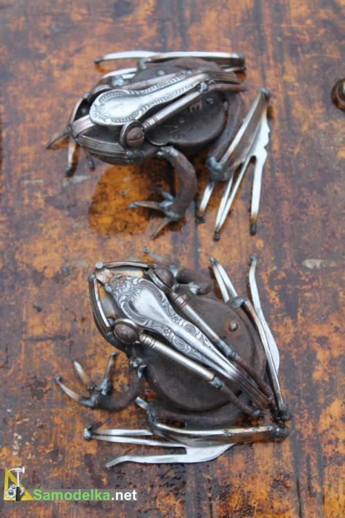 Лягушки из металлолома