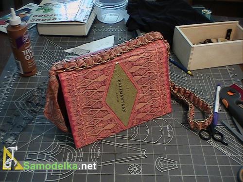 готовая самодельня сумочка кошелек из книги