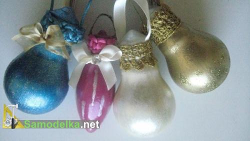 Делаем елочные шары из лампочек