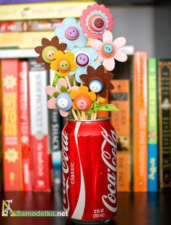 как сделать цветок из пуговиц на палочке к 8 марта