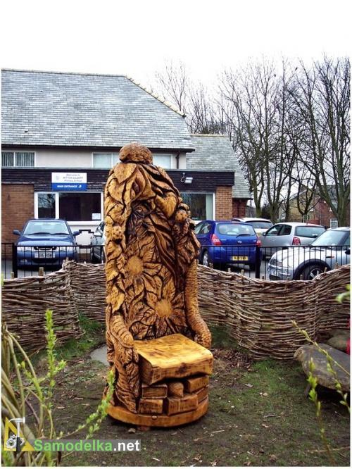 резная скамейка из дерева - фото