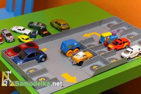 Парковка для игрушечных авто и моделей.