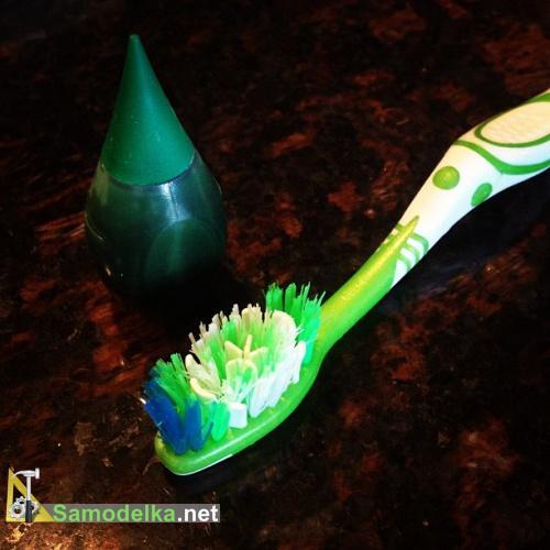зеленая пищевая краска в зубной щетке