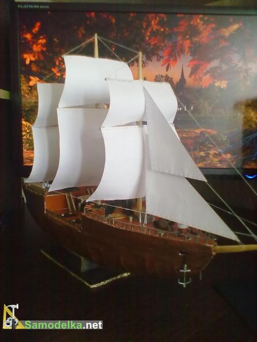 корабль из картона и подручных материалов