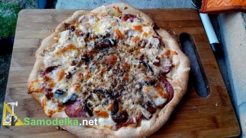 готовая пицца, только что из печи