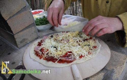 пицца перед закладкой в печь
