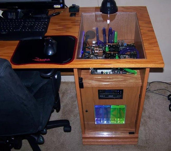 самодельный компьютерный системник-стол