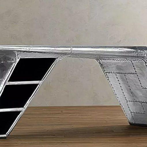 Компьютерный стол из плоскости самолета.