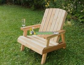 Удобное садовое кресло из дерева