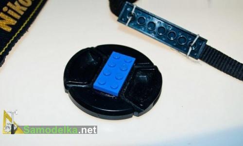 Самодельное крепление для крышки объектива из LEGO