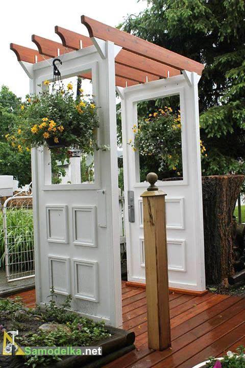 пергола из старых дверей