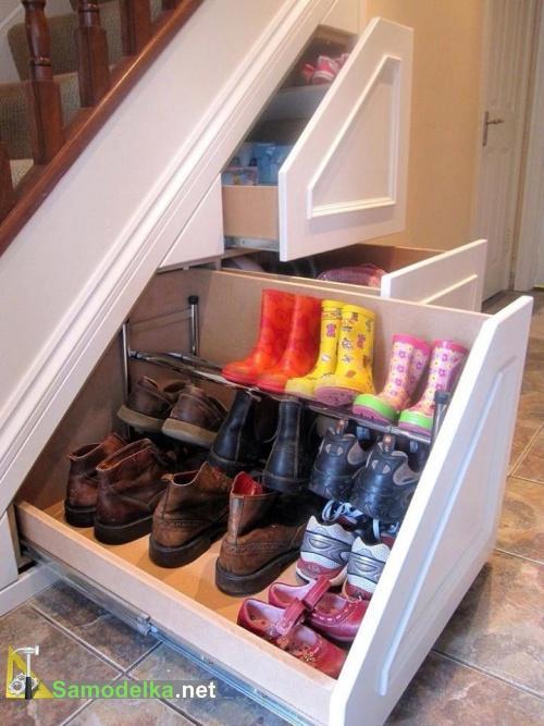 обувные ящики под лестницей