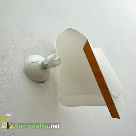 Закрепляем светильник на стене