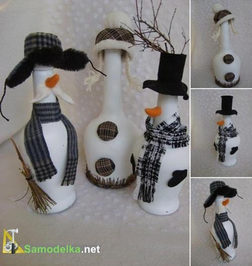 три снеговика из стеклянных бутылок