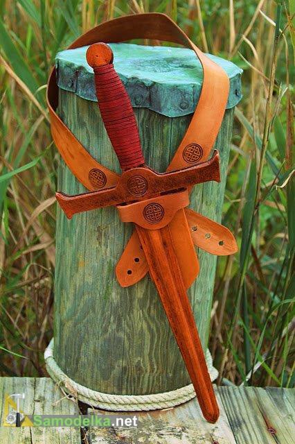 кожаный меч с ножнами для детей