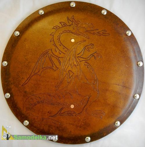 игрушечный кожаный щит с драконом