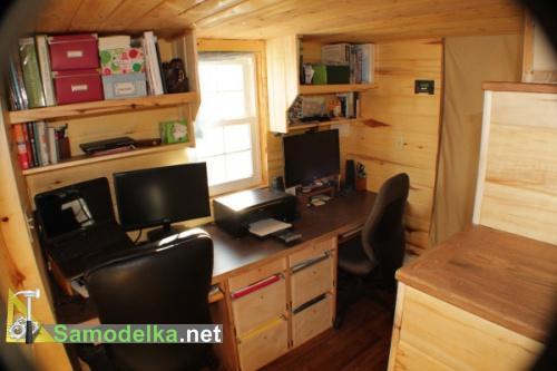 кабинет на двоих в деревянном доме на колесах