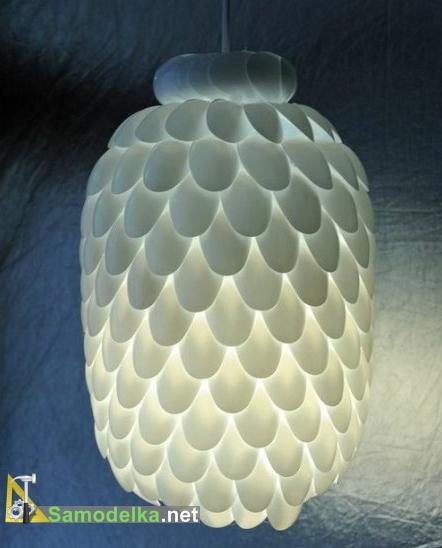 самодельная лампа из бутылки ложек
