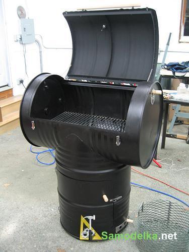 Самодельная 200 литровая коптильня-гриль из бочки.