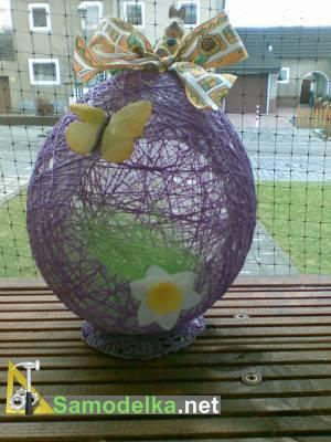 яйцо из ниток и клея
