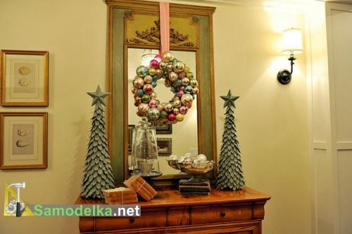 венок из елочных шариков украсит ваш дом