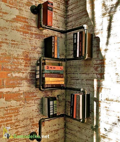 полка для книг из водопроводной трубы