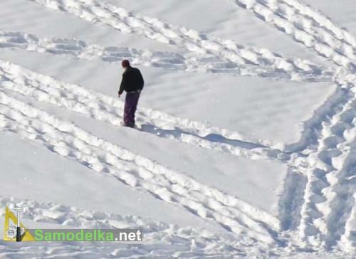 рисунок на снегу - ходить нужно внимательно