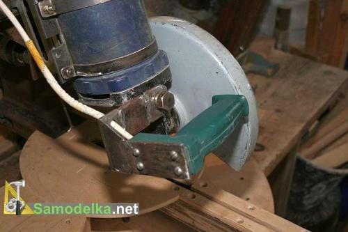Торцовочная пила с протяжкой - защита диска и плавный пуск