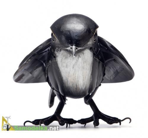 Черная птица из металла