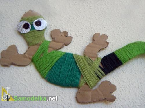 Игрушечные хамелеоны из картона и шерсти