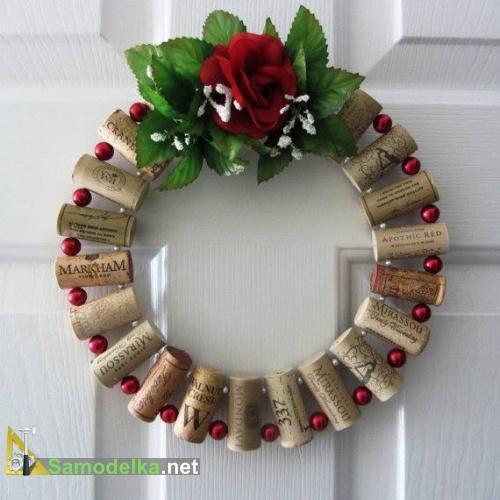 рождественский венок из винных пробок