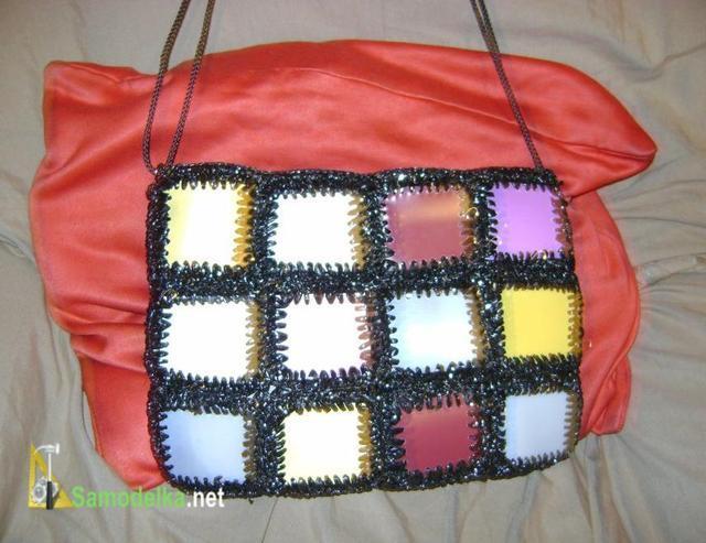 самодельная сумка плетеная крючком из пленки от видеокассет