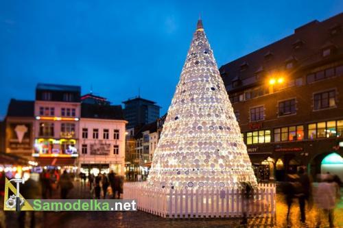 Новогодняя елка из керамической посуды